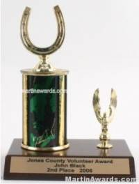 Green Single Column Horseshoe With 1 Eagle Trophy